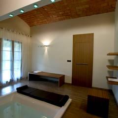 Tinas de hidromasaje de estilo  por Daniele Menichini Architetti, Moderno Cerámico