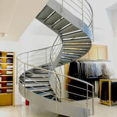 Pİ METAL TASARIM MERDİVEN – MAĞAZA ÇELİK MERDİVEN:  tarz Merdivenler,