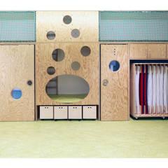 Dormitorios de bebé de estilo  por Weinkath GmbH,
