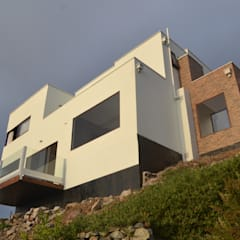 Prefabricated home by Casas Metal, Mediterranean
