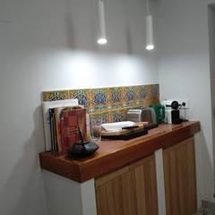 Gestionarq, arquitectos en Xàtivaが手掛けたキッチン収納,