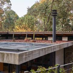 by Saavedra Arquitectos Modern کنکریٹ