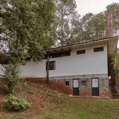 casa m: Casas de campo de estilo  por Saavedra Arquitectos, Moderno Ladrillos