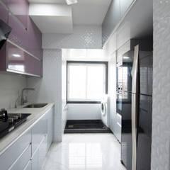 Kleine keuken door Küche7 , Modern IJzer / Staal