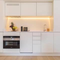 Prima Collection - Santa Justa 79  Apartments : Hotéis  por Inêz Fino Interiors, LDA,Minimalista