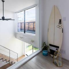 海が見える家: 田中洋平建築設計事務所が手掛けた子供部屋です。,モダン