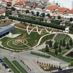 Parque Urbano do Mogadouro: Jardins  por IDEIA VERDE - arquitectura pasagista, consultoria ambiental & formação profissional, Lda.,Moderno