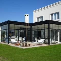 CASA MIRANDO AL LAGO Jardines de invierno clásicos de Estudio Dillon Terzaghi Arquitectura - Pilar Clásico Hierro/Acero