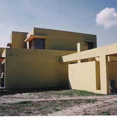 Дома на одну семью в . Автор – AOG, Минимализм Бетон