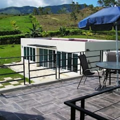 FINCA  APICALA ROMERO: Casas campestres de estilo  por coardeco, Moderno