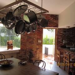 Built-in kitchens by Forma Arquitectónica SA de CV, Mediterranean