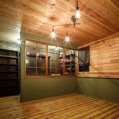house-22: dwarfが手掛けた寝室です。,ラスティック