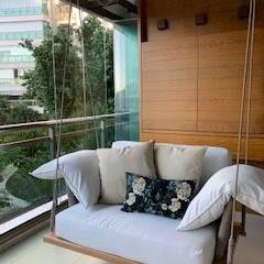 Balcón de estilo  por Studio HG Arquitetura, Tropical