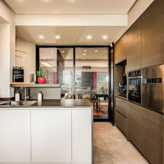 Kitchen by MOB ARCHITECTS, Asian