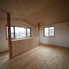 素の和モダンの家: 株式会社高野設計工房が手掛けた子供部屋です。,北欧
