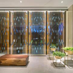 PAKUBUWONO SPRING: Hotels oleh INSADA DESIGN TEAM, Modern