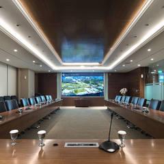 HK HEADQUARTER: Kantor & toko oleh INSADA DESIGN TEAM, Modern
