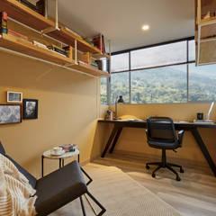 Apartamento Gran Reserva: Estudios y despachos de estilo  por CAJA BLANCA, Ecléctico