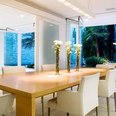 Casa de Playa : Comedores de estilo  por Alexander Congonha, Moderno Madera Acabado en madera