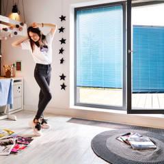 Kamar tidur anak perempuan oleh ANWIS Sp. z o.o., Klasik Aluminium/Seng
