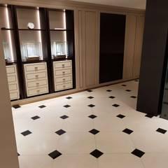 Commercial Spaces توسطFloor Sanding & Polishing London Ltd, کلاسیک