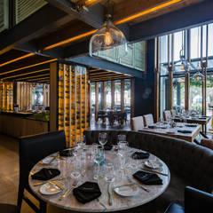 Restaurante El Tapanco: Restaurantes de estilo  por PASQUINEL Studio, Moderno