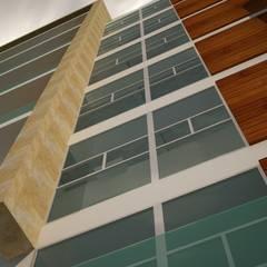 Edificio apartamentos en la Flora: Casas multifamiliares de estilo  por Velasco Arquitectura, Moderno Mármol
