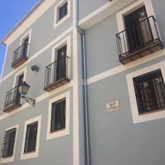 Multi-Family house by Alfaro Arquitecto 3A3, Classic