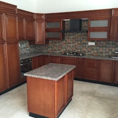 Kitchen units by Hoop Pine Interior Concepts, Classic Solid Wood Multicolored