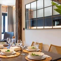 Столовые комнаты в . Автор – Home Staging Bizkaia, Колониальный Дерево Эффект древесины