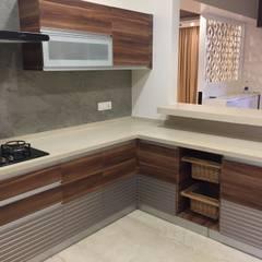 Muebles de cocinas de estilo  por Hoop Pine Interior Concepts, Moderno Contrachapado