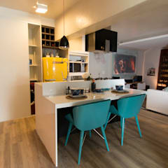 Apartamento da 'Kite Surf' Cozinhas mediterrâneas por KELLY ALMEIDA Mediterrâneo