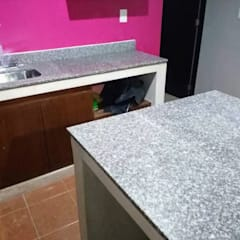 Built-in kitchens by ígnea, granito, cuarzo, mármol y piedra de cantera , Colonial Granite
