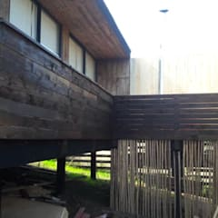 Balcony by Q-bo proyectos de construccion, Rustic لکڑی Wood effect