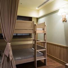 Girls Bedroom by 松泰室內裝修設計工程有限公司, Country Wood Wood effect