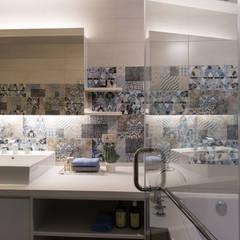 Baños de estilo  por 松泰室內裝修設計工程有限公司, Colonial Ladrillos
