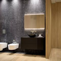 حمام تنفيذ marco tassiello architetto, تبسيطي رخام