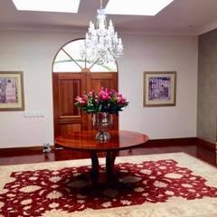 2015 Classical Interior Renovation - Revisited 2019:  Corridor & hallway by CS DESIGN, Classic