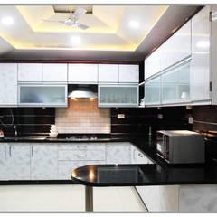 Cocinas integrales de estilo  por AARAYISHH (Mumbai & Pune), Clásico