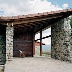منزل عائلي صغير تنفيذ SANTI VIVES ARQUITECTURA EN BARCELONA , ريفي خشب Wood effect