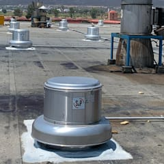 Flat roof by NAKOMSA KOMFORT AMBIENTAL, Industrial Aluminium/Zinc