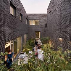 Jardines zen de estilo  por 삼공사건축사사무소 , Moderno Ladrillos