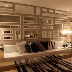 Ruang Keluarga oleh Tanish Dzignz, Klasik