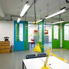 Projektgarage:  Bürogebäude von _WERKSTATT FÜR UNBESCHAFFBARES - Innenarchitektur aus Berlin,Modern