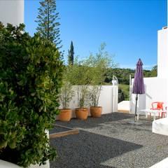 Jardíssimo - Hotel Casa Arte, Bensafrim: Jardins  por Jardíssimo,Tropical