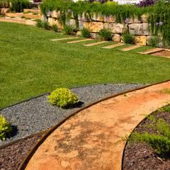 Jardíssimo - Villa Louella, Vale de Boi: Jardins  por Jardíssimo,Moderno