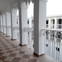 Balcony توسطFundidos Design SA de CV, کلاسیک آلمینیوم