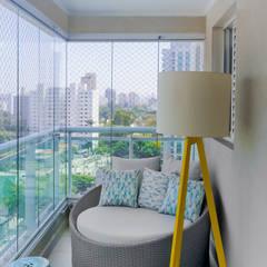 Balcón de estilo  por Estudio MOOD, Tropical