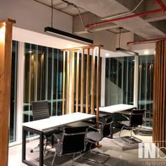 DISEÑO Y ADECUACIÒN OFICINAS BD BACATÀ: Estudios y despachos de estilo  por INblatt _Arquitectura, Moderno Madera Acabado en madera