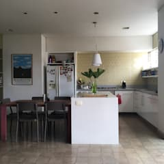 Apartamento L&R de entrearquitectosestudio Moderno Cuarzo